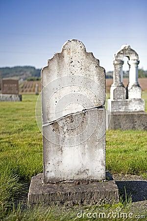 Free Cracked Headstone Stock Photo - 7338390
