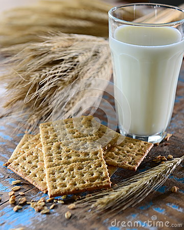 Free Crackers And Milk Glass Stock Photos - 42301683