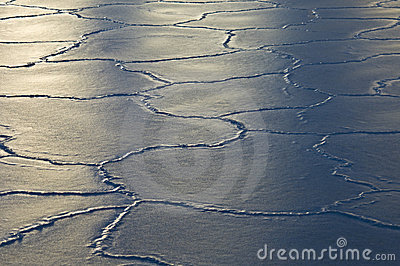 Cracking ice