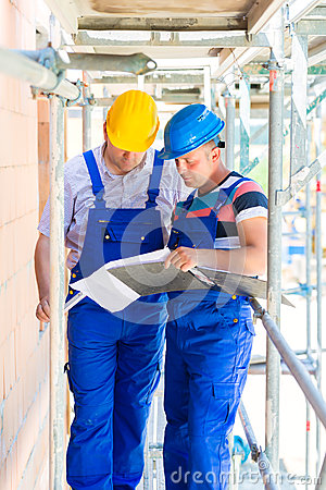 Free Craftsman Controlling Building Site Or Construction Plans Royalty Free Stock Photo - 34447355