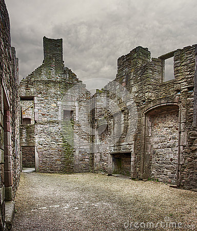 Craigmillar castle ruin edinburgh