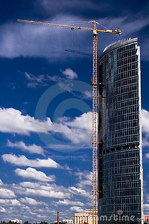 Free Crane Builds Business Center Royalty Free Stock Images - 2437629