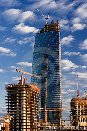 Free Crane Builds Business Tower Royalty Free Stock Photo - 2412305