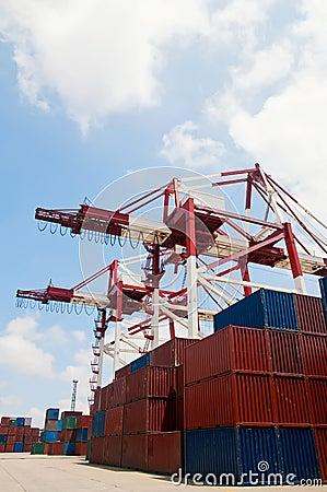 Crane & cargo containers