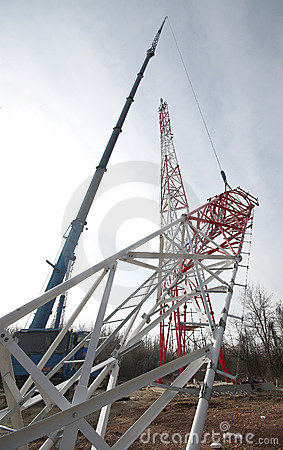 Free Crane Elevating Steel Construction Royalty Free Stock Photos - 4825458