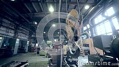 Crane Hook en fábrica industrial Planta dentro almacen de metraje de vídeo