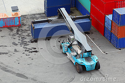Crane lifts large weight container