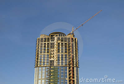 Cranes and building construction of a skyscraper