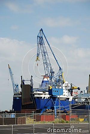 Cranes wharf repairing ship