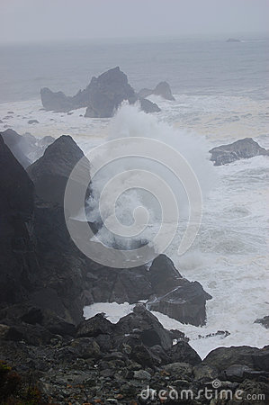 Free Crashing Waves In Storm Stock Images - 84871554