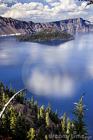 Free Crater Lake Reflection Clouds Blue Sky Oregon Royalty Free Stock Photos - 20887938