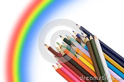 Crayons et arc-en-ciel de couleur