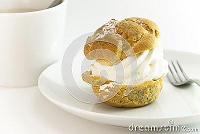 Cream puff with coffee setting