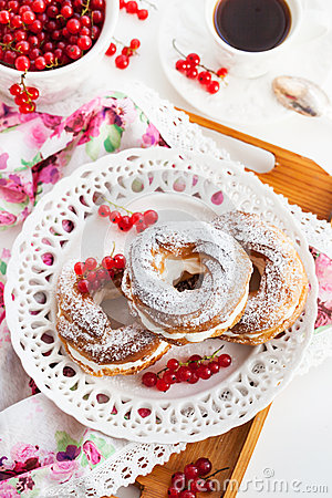 Free Cream Puff Rings Decorated With Fresh Red Currant Stock Photography - 44320572