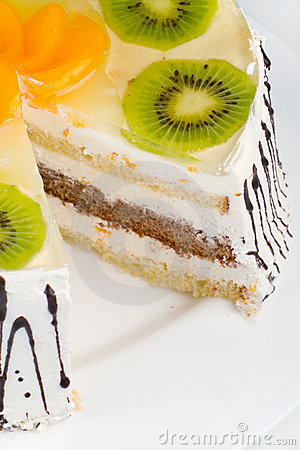Creamy cake with fruits