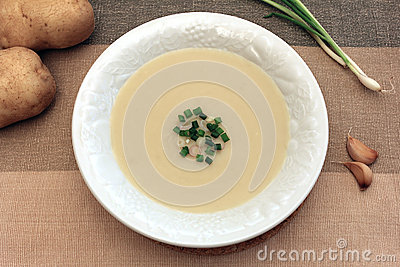 Creamy garlic and potato soup