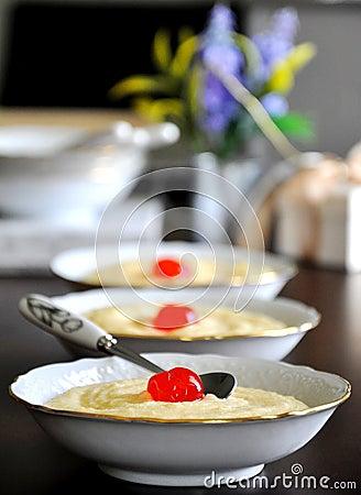 Creamy semolina dessert