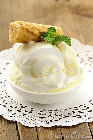 Creamy vanilla ice cream