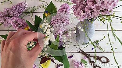 Cree el centro de flores hermoso almacen de metraje de vídeo