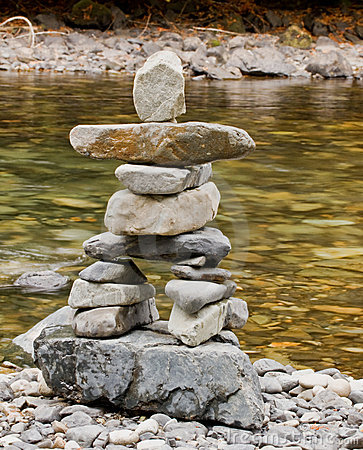 Free Creekside Inukshuk Royalty Free Stock Photography - 11277377