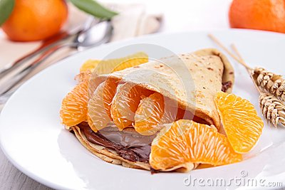 Crepe with fruit and chocolate