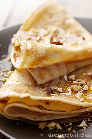 Free Crepes With Honey Or Syrup And Roasted Nuts Royalty Free Stock Images - 21783779