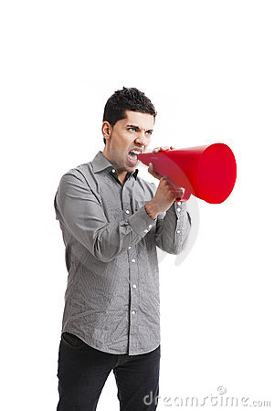 Cris dans un mégaphone