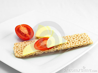 Crispy bread with low fat cheese
