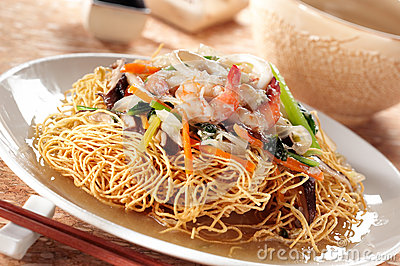 Crispy noodle and seafood