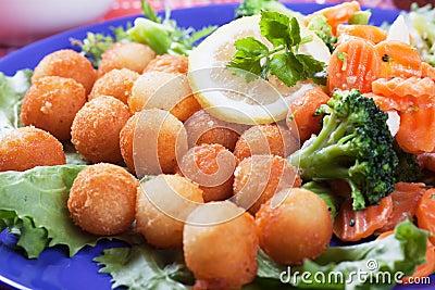 Croquetes com cenoura e brócolos