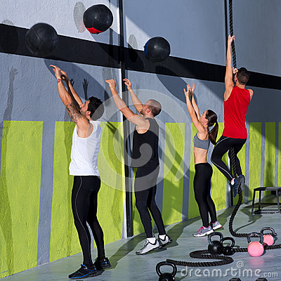 Free Crossfit Workout People Group With Wall Balls And Rope Stock Photography - 28359392