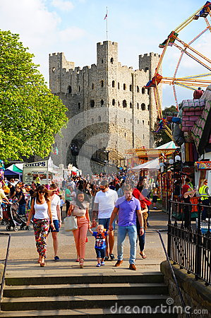 Free Crowded Rochester Castle Grounds Stock Images - 85630394