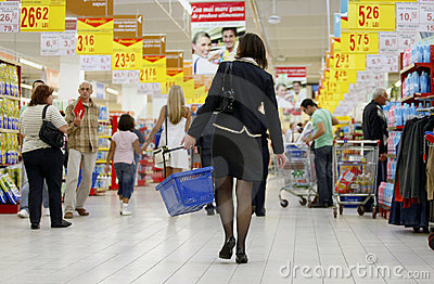 Crowded supermarket Editorial Stock Image