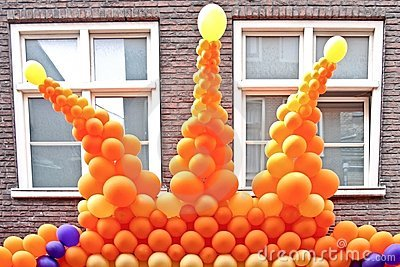 Crown from orange balloons