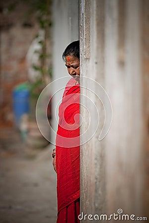 Croyant aîné de femmes d une religion Photographie éditorial