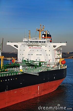 Crude oil tanker