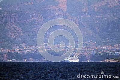 Cruise anchored