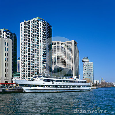 Free Cruise Boat At Toronto Harbour Stock Photography - 26517762
