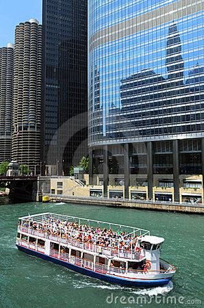 Cruise boat on Chicago river
