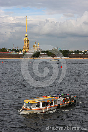 Cruise on the Neva in front of Peter and Paul Editorial Stock Image