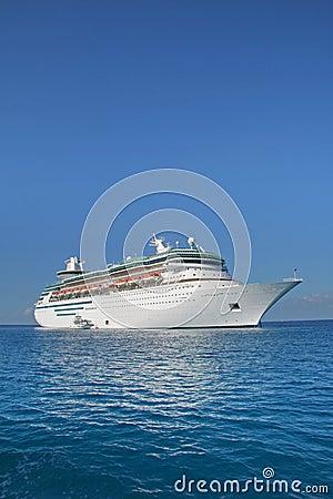 Free Cruise Ship Royalty Free Stock Photos - 1995218