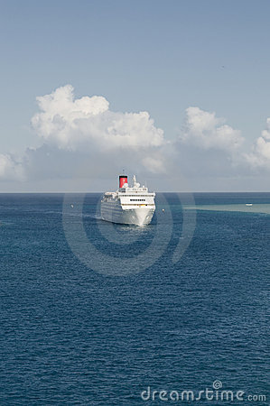 Cruise ship coming in