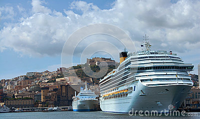 Cruise ship in the gulf of Naples