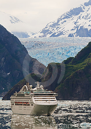 Free Cruise Ship In Tracy Arm Fjord, Alaska Royalty Free Stock Photography - 17732627