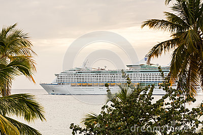 Cruise ship leaves St Thomas Editorial Image