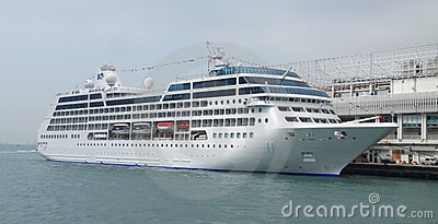 Cruise ship liner