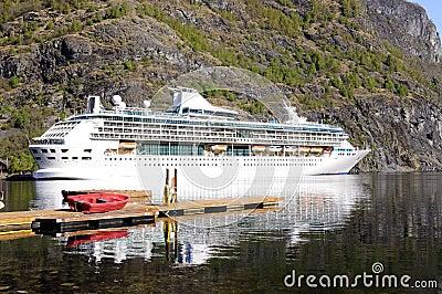 Small Cruise Ships Norwegian Fjords | Fitbudha.com