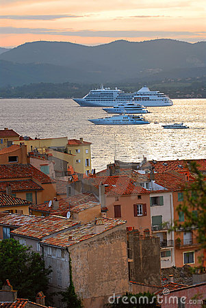 Free Cruise Ships At St.Tropez Royalty Free Stock Images - 4697609