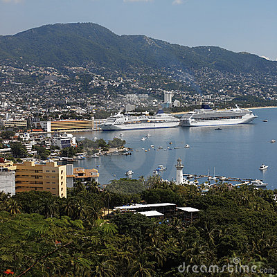 Free Cruise Ships In Acapulco - Mexico Royalty Free Stock Photography - 15551017