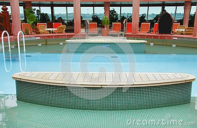 Cruise swimming pool
